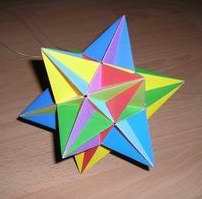 Papercraft imprimible y recortable de Icosaedros estrellados / Stellations of the Icosahedron. Manualidades a Raudales.