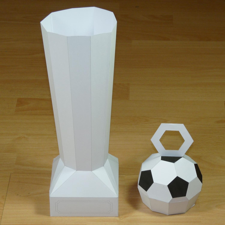 Modelo De Papel De Un Fútbol Trofeo