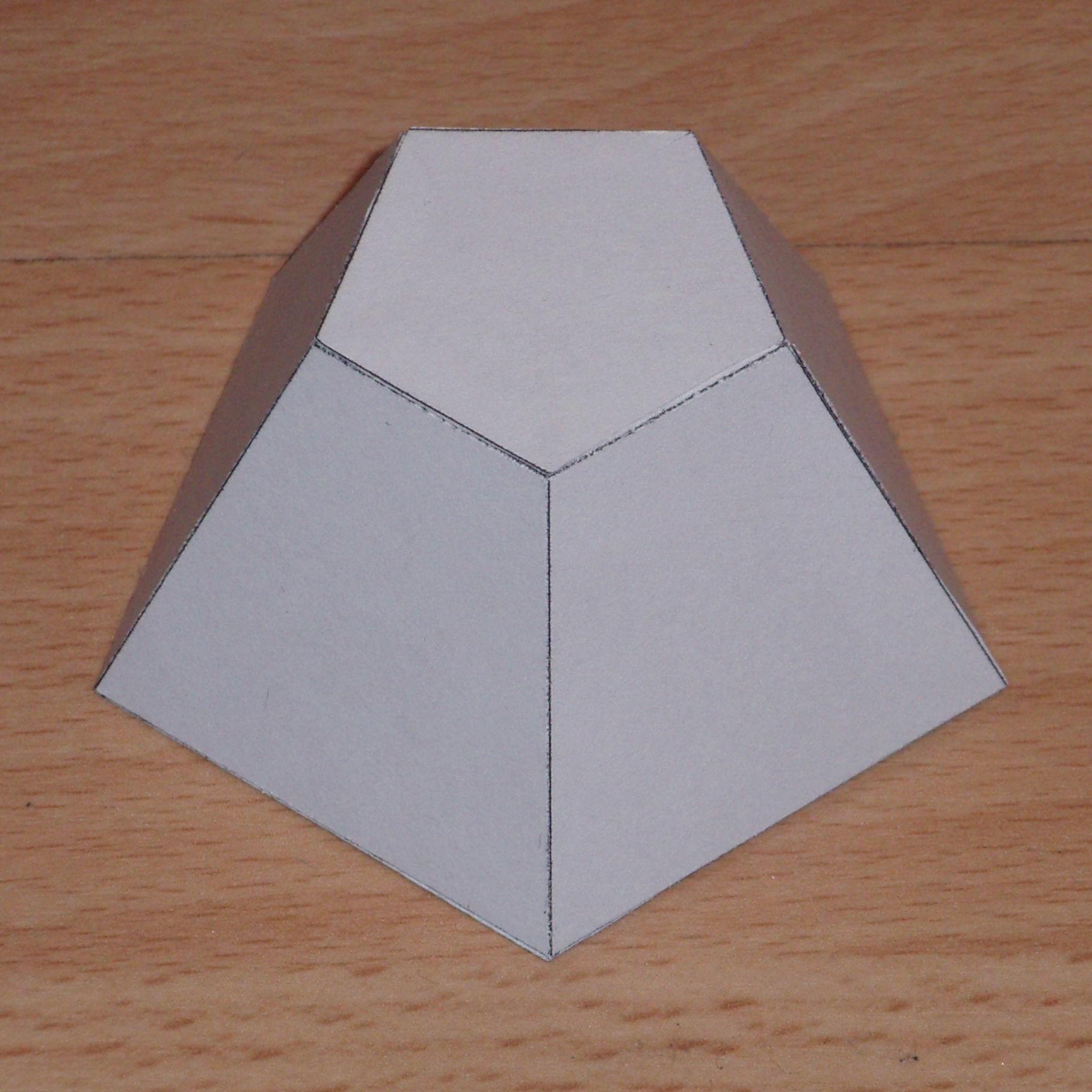 Modelos De Papel De Pirámides De La Misma Altura Truncado