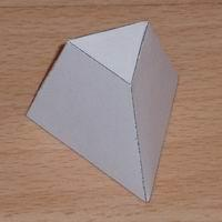 pirámide triangular truncado